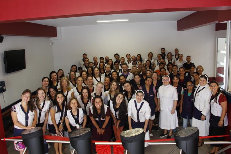 Educadores retornam ao trabalho no Colégio Sagrado, em Curitiba, e participam de manhã de atividades especiais