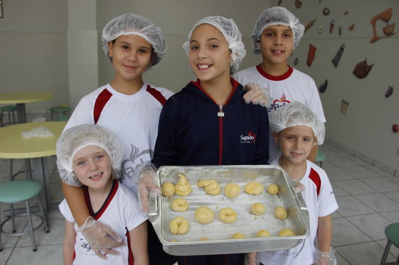 Aprenda uma deliciosa receita de Pão de Leite com os educandos do Período Integral do Colégio Sagrado Coração de Jesus, em Curitiba
