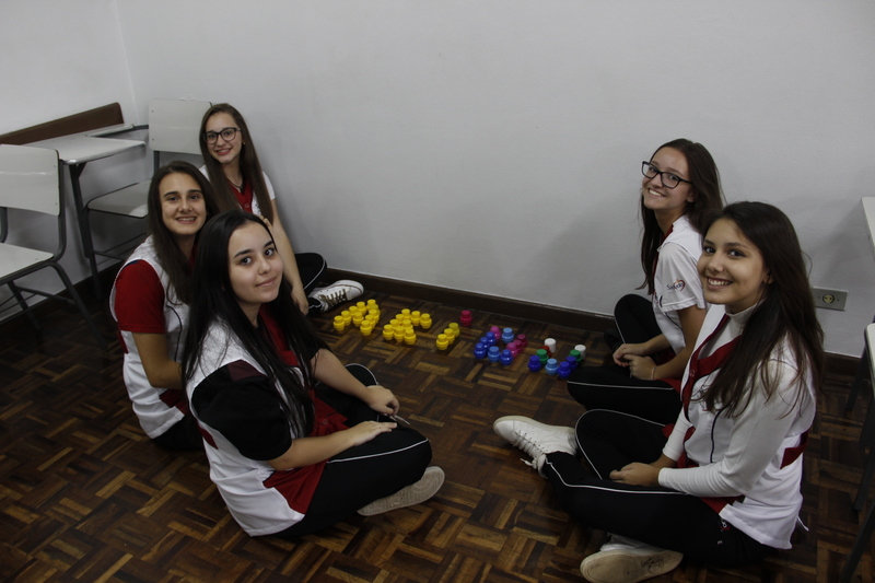 Educandos do Curso de Formação de Docentes fazem trabalho sobre as diferenças entre as alfabetizações Silábica e Construtivista