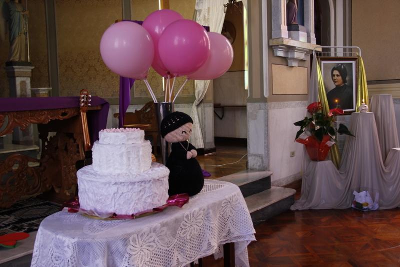 Educandos do Colégio Sagrado Coração de Jesus, em Curitiba, celebram o aniversário de nascimento de Madre Clélia Merloni