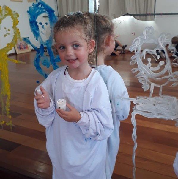 Crianças do Infantil IV se divertem construindo sua identidade na Unidade Educacional Escola São Domingos