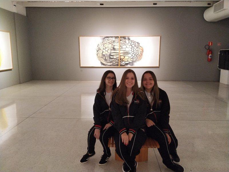 Educandos do Curso de Formação de Docentes visitam exposição no Museu Oscar Niemeyer, em Curitiba