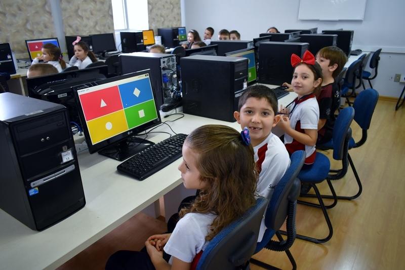 Educandos dos 1ºs anos utilizam a plataforma Kahoot