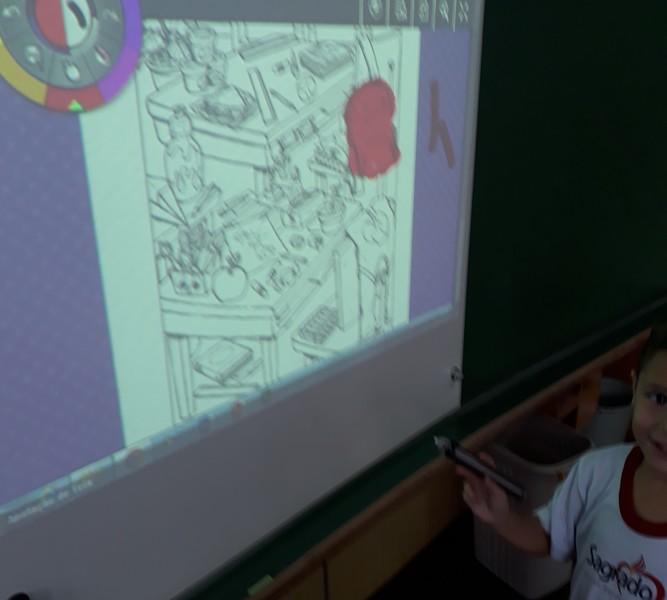Lousa digital como parte da rotina nas aulas de Inglês