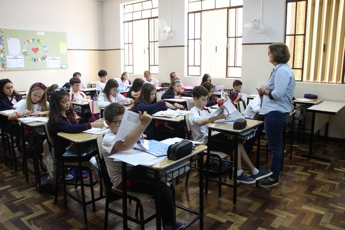 Em sala de aula, SOE destaca a importância do hábito de estudo
