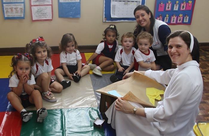 Educação Infantil aprende mais sobre a Mãe de Jesus