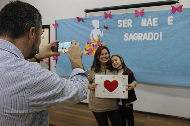 Ser mãe é Sagrado: mamães dos educandos do 2º ao 5º ano do Fundamental I recebem homenagens e ganham presentes