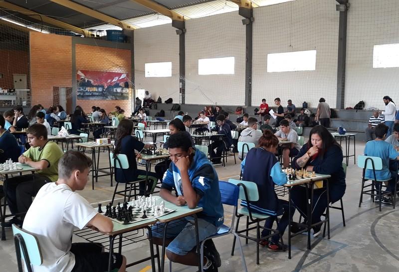 Educandos da Unidade Educacional Escola São Domingos no Xadrez e Tênis de Mesa do Jogos Escolares de Torres  - JET
