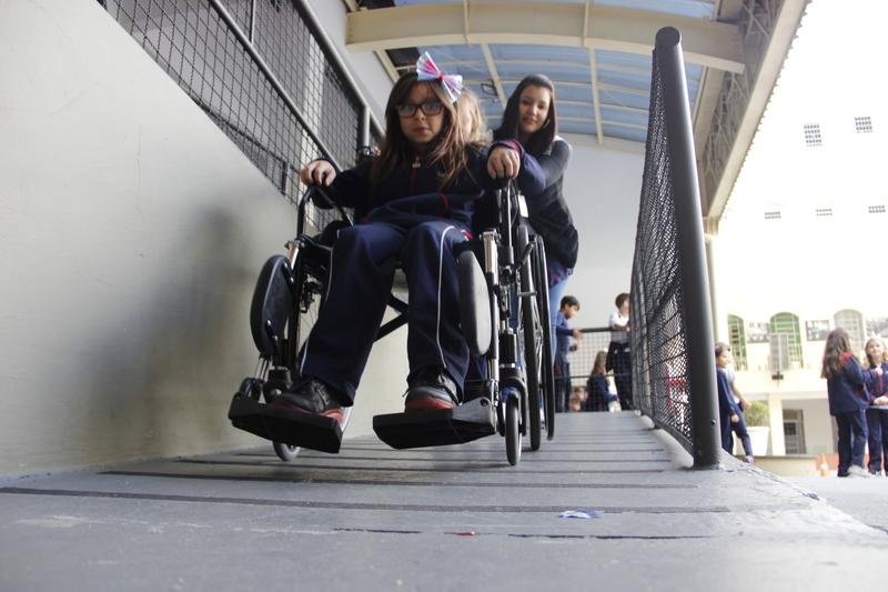 Respeito, empatia e amor ao próximo: turmas do 3º ano vivenciam na prática as dificuldades cotidianas dos cegos e cadeirantes