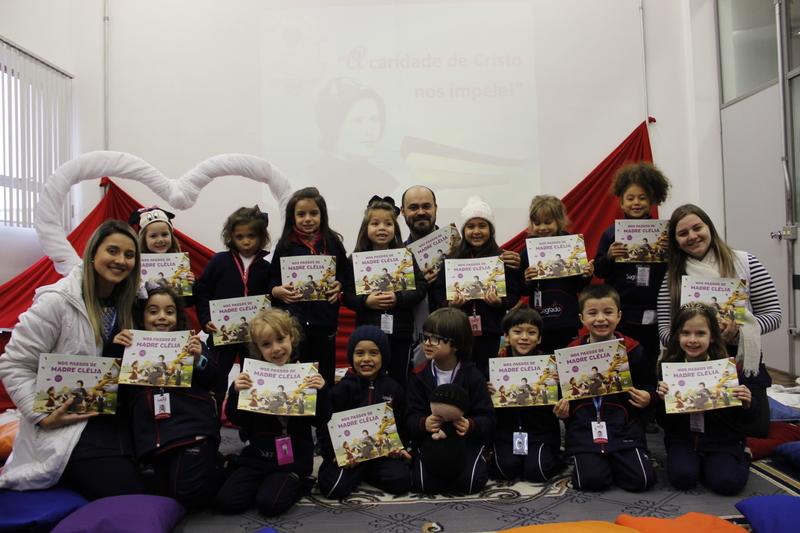 Aniversário de 125 anos do IASCJ é tema da Intervenção Pastoral do mês de maio e educandos ganham livro ilustrado sobre a vida de Madre Clélia Merloni
