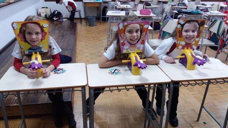 """Desafio da Multiplicação: educandos brincam de """"torta na cara"""" para treinar conhecimentos de matemática"""