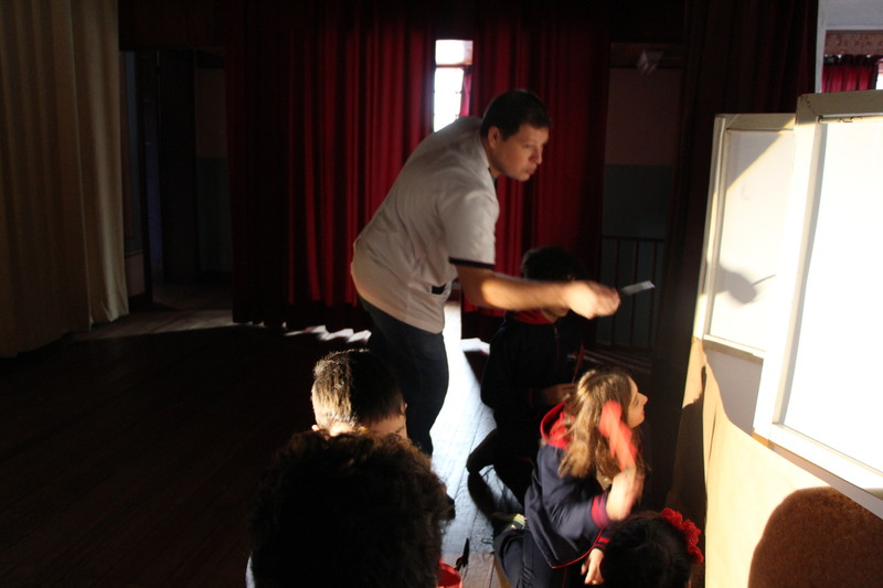 """""""O teatro é a poesia que sai do livro e se faz humana."""" (Federico García Lorca)"""