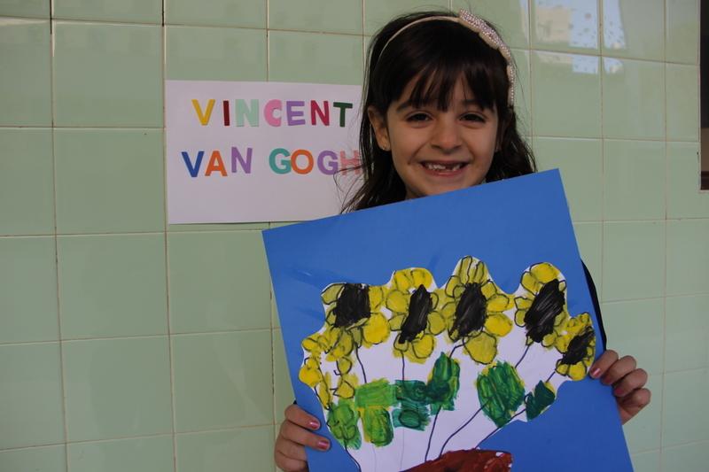 Artistas por um dia: crianças do Infantil V reproduzirem obra de Van Gogh