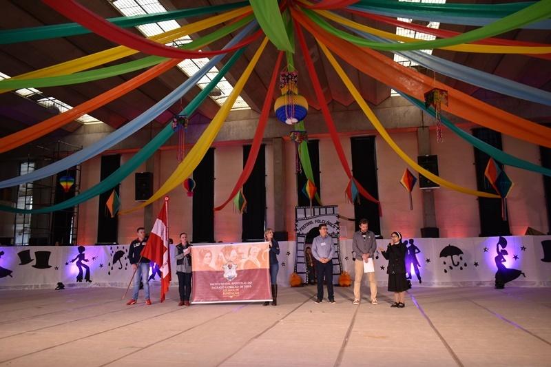 Colégio Sagrado encanta comunidade com Festival Folclórico
