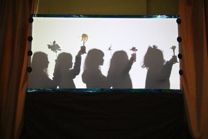 """Ano Literário: Teatro de Sombras """"O Pote Vazio"""" é apresentado aos pais"""