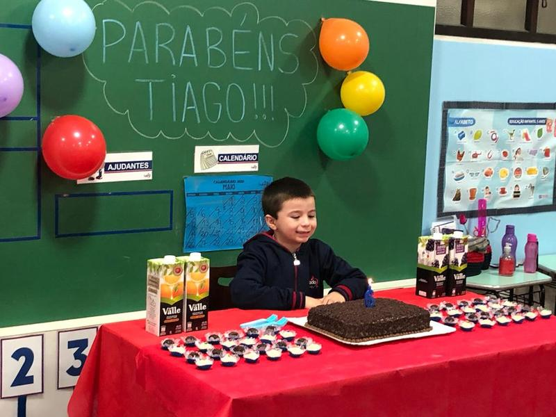Crianças da Educação Infantil comemoram aniversário com amiguinhos do Colégio