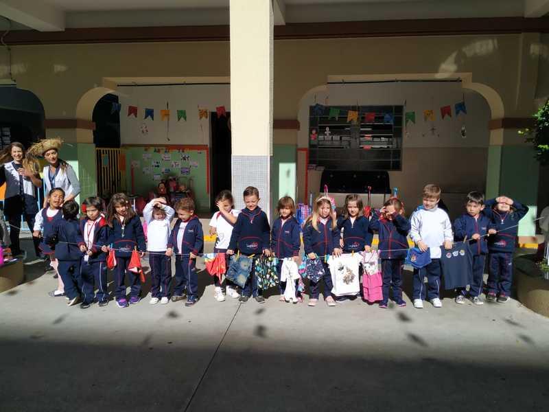 Infantil IV aprende mais sobre as estações do ano durante a aula de Inglês