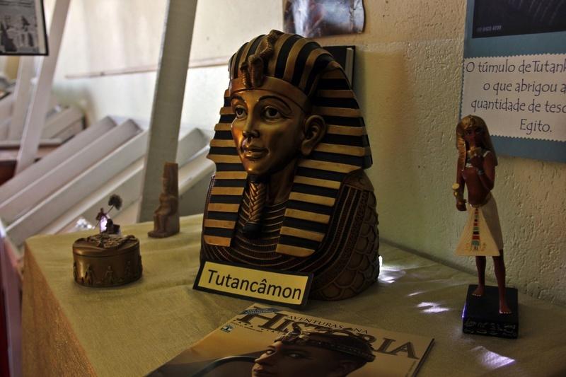 Exposição da educadora Carmem Loyola sobre o Egito Antigo impressiona educandos do 6º ano