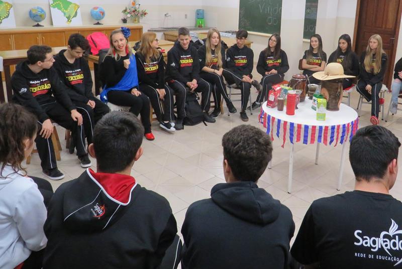 3ª série do Ensino Médio participa de Aulão de Espanhol sobre o Paraguai