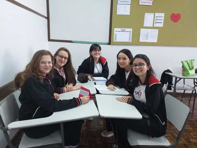 Educandos do Curso de Formação de Docentes participam de atividade híbrida em sala de aula