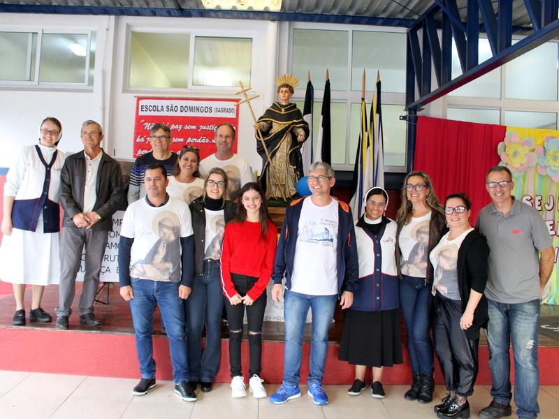 Unidade Educacional Escola São Domingos participa das festividades do padroeiro da cidade