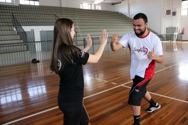 Esporte: turmas do Ensino Médio têm aula prática de Artes Marciais