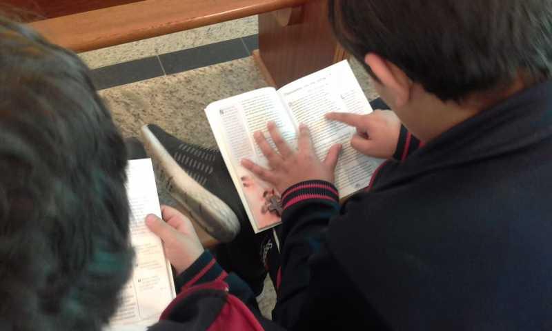 """Educandos dos 6ºs e 7ºs anos recebem o livro """"Ela me disse"""""""