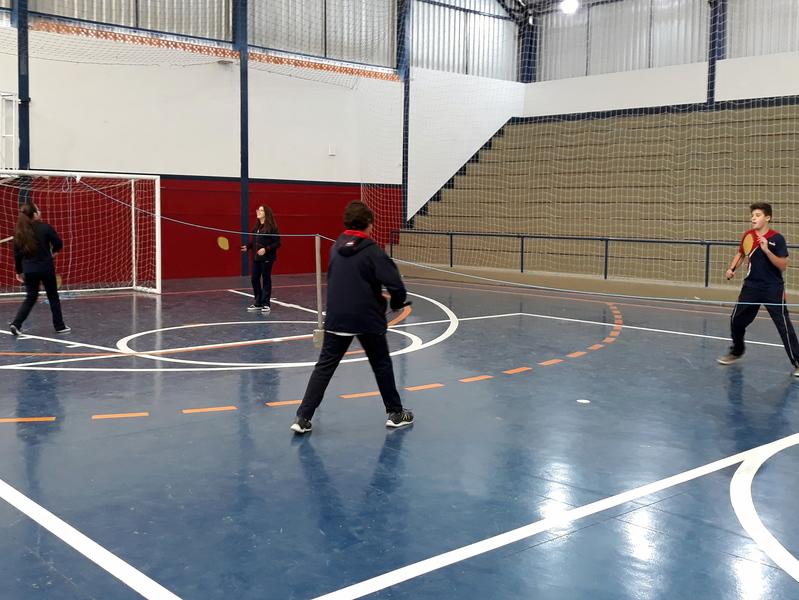 Badminton e Tênis de Campo nas aulas de Educação Física