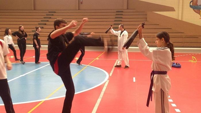 Educação Física: no Ensino Médio, Educandos participam de aula sobre Artes Marciais