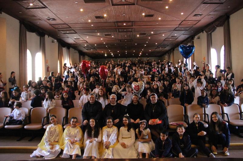 Colégio Sagrado Coração de Jesus recebe a visita das Conselheiras Gerais do Instituto das Apóstolas do Sagrado Coração
