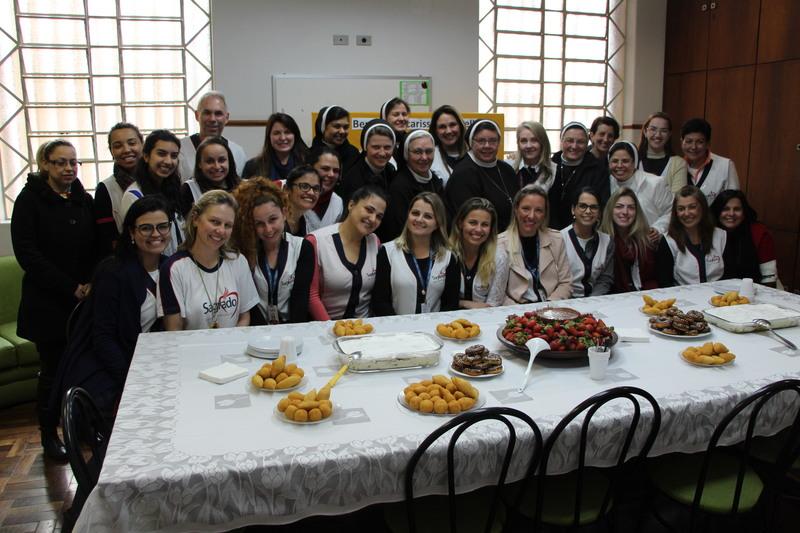 Escola Santa Teresinha recebe as Conselheiras do Instituto da Apoóstolas do Sagrado Coração de Jesus