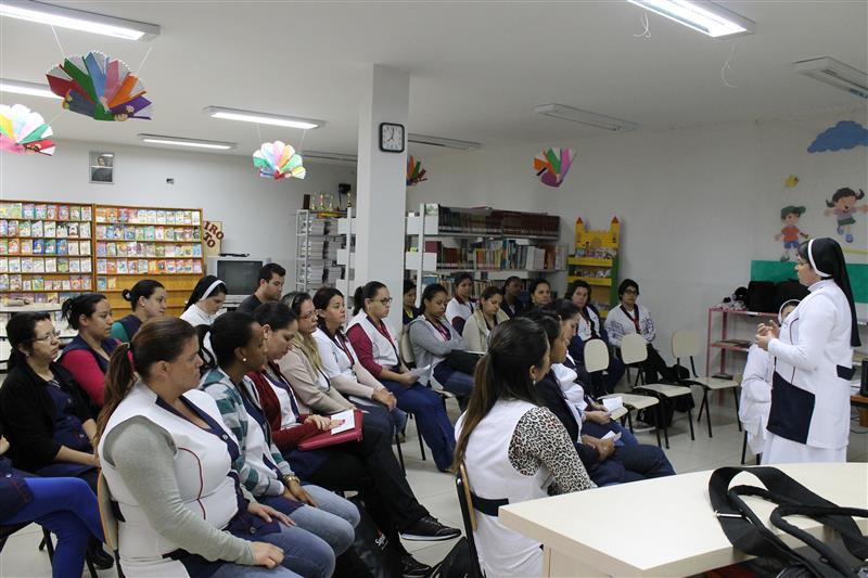 Início da semana pedagógica reúnem todos educadores da Escola Social Clélia Merloni
