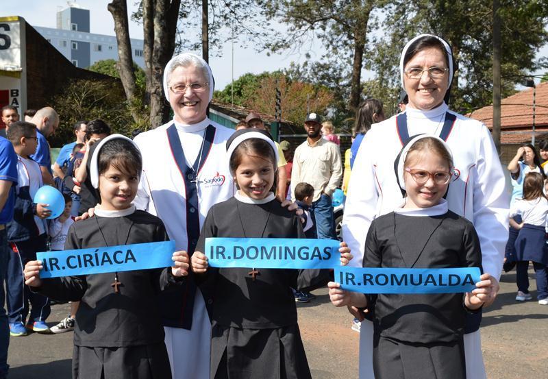 Colégio Coração de Jesus recorda sua história em Desfile Cívico