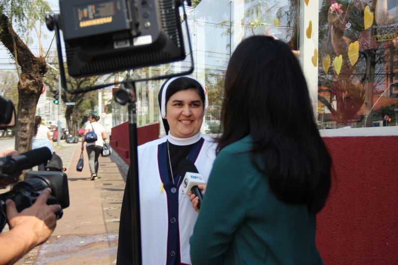 Ação do Setembro Amarelo promovida por educandos e educadores vira reportagem em TV local