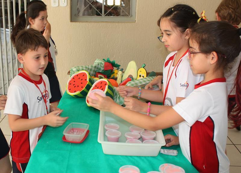 Projeto 2020: 3ºs anos do Ensino Fundamental confeccionam e vendem mousses de frutas