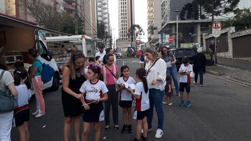 3º ano visita a Feira Livre do Batel