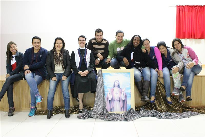 Funcionários da Escola Social Clélia Merloni fazem uma pausa, para um lindo e abençoado retiro Espiritual