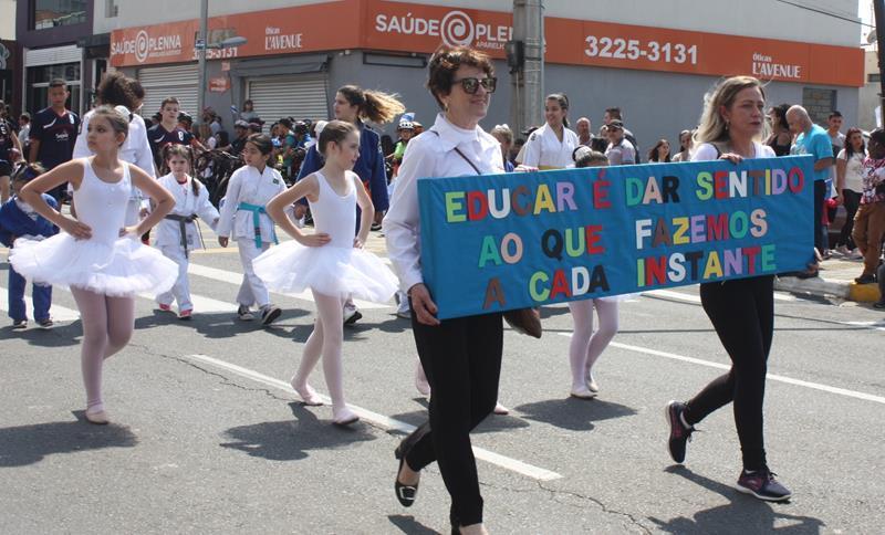 Colégio Sagrado participa de Desfile Cívico em comemoração aos 196 anos de Ponta Grossa