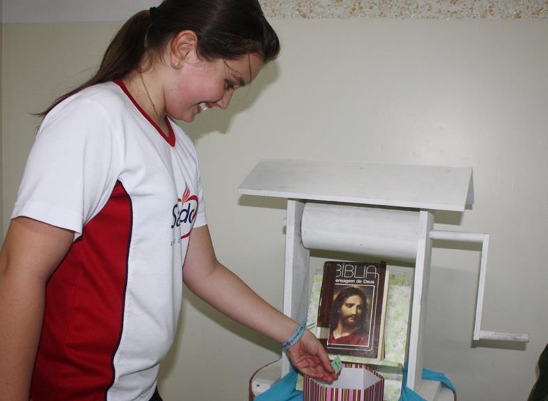 Serviço de Pastoral Escolar realiza ação para incentivar a leitura da Bíblia