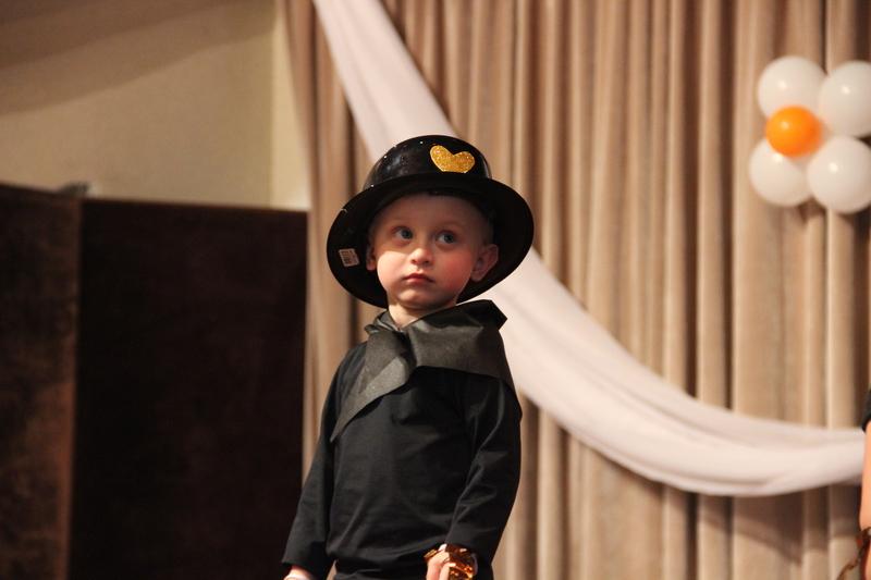 Crianças da Educação Infantil dão um show de fofura e talento durante Cantata Bíblica