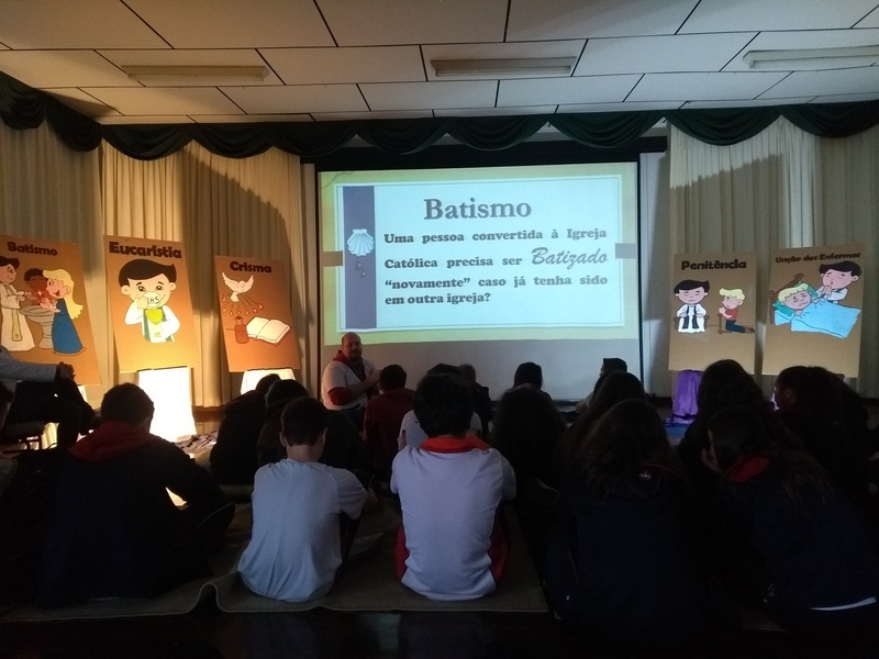 Educandos se aprofundam no conhecimento dos Sacramentos da Igreja para uma vivência cristã