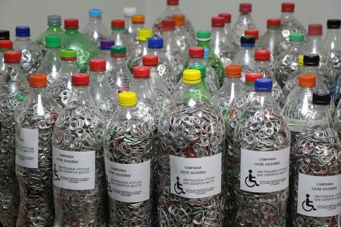 """""""Campanha do Lacre"""" arrecada 60 garrafas para doação"""