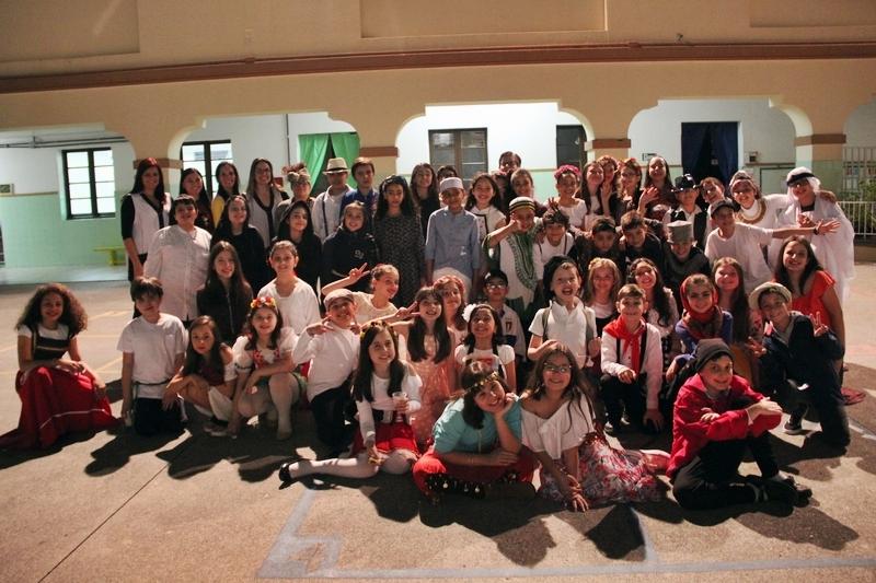 """Projeto 2020: educandos do 5º ano promovem """"Feira do Imigrante"""" com apresentações musicais e degustação de pratos típicos"""