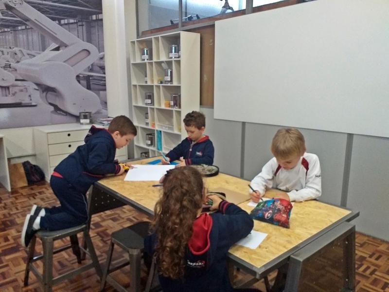 Cultura Maker: educandos do Infantil V constroem seus próprios jogos da velha na aula de Linguagem Corporal
