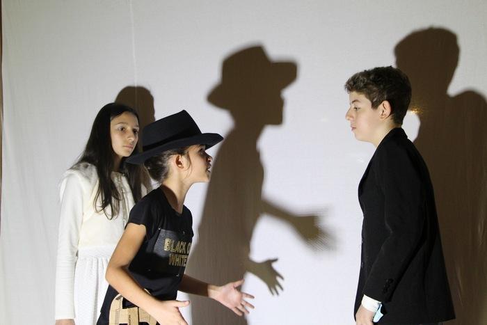 Festival de Teatro Sagrado chega ao Teatro de Sombras