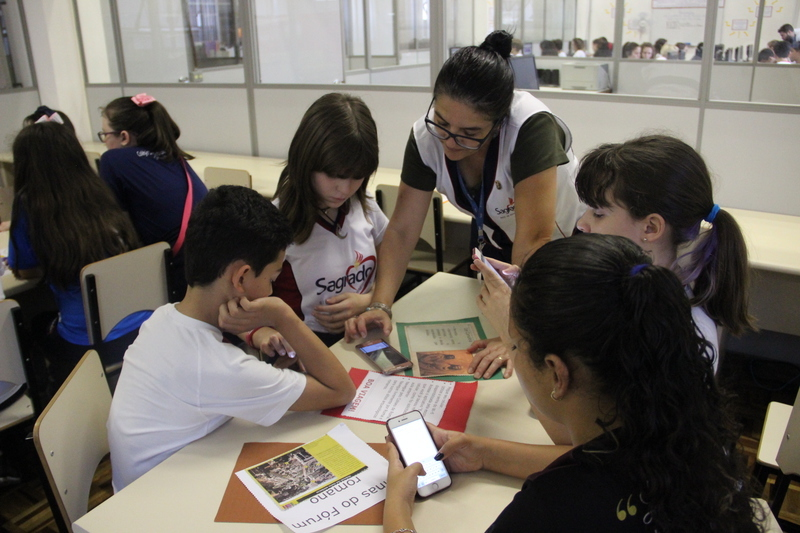 Turmas do 6º ano aprendem sobre Roma Antiga durante atividade híbrida