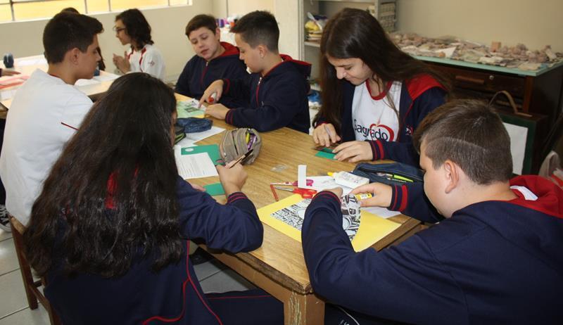 7ºs anos desenvolvem trabalhos de Língua Portuguesa através da Cultura Maker e Ensino Híbrido