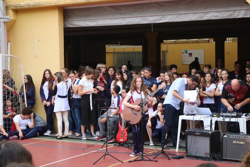 Para celebrar Madre Clélia, um Show de Talentos