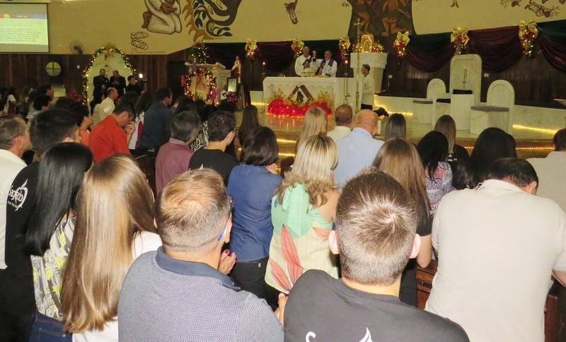 Educandos que concluíram o Ensino Fundamental e Médio participam de Missa em Ação de Graças junto da Comunidade Educacional