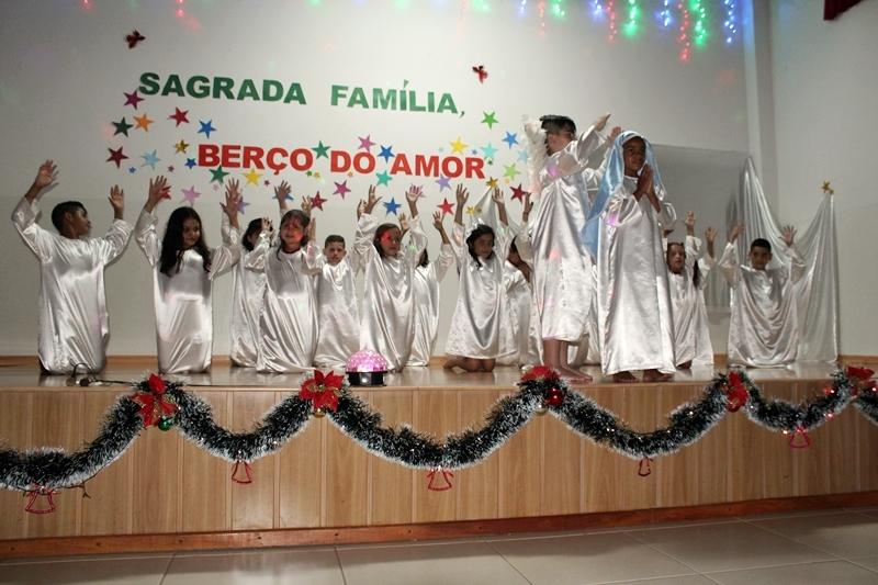 Encantamento, alegria, singeleza e emoção na Festa de Natal dos educandos do 2° ao 5° ano